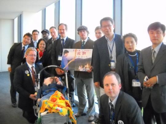 外国人らとともに衆議院第一議員会館8階にて。私、榊原平は左
