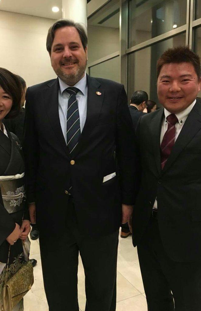 駐日ベルギー大使(バッソンピエール駐日ベルギー公使参事官・臨時代理大使)とともに 榊原平