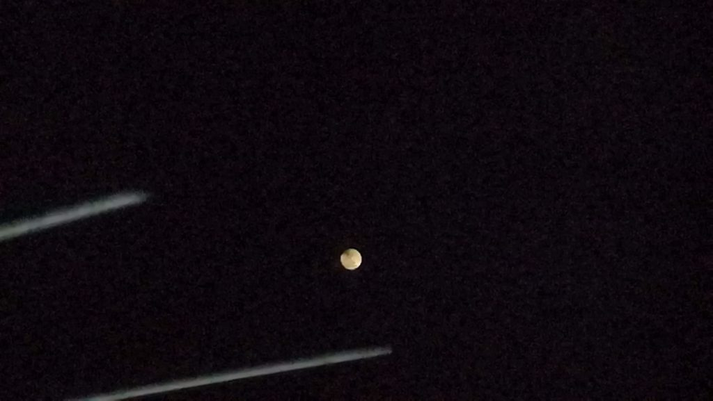 スーパーブラッドウルフムーン 大きく明るい年初満月