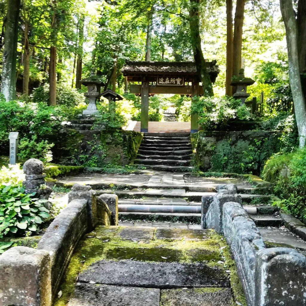 北鎌倉の明月院  石段と門
