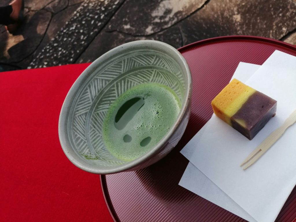 野点のお茶とお菓子