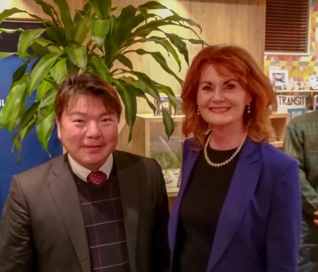 アイスランド共和国大使エリン・フリゲンリング閣下(Her Excellency Ms. Elin Flygenring)ともに