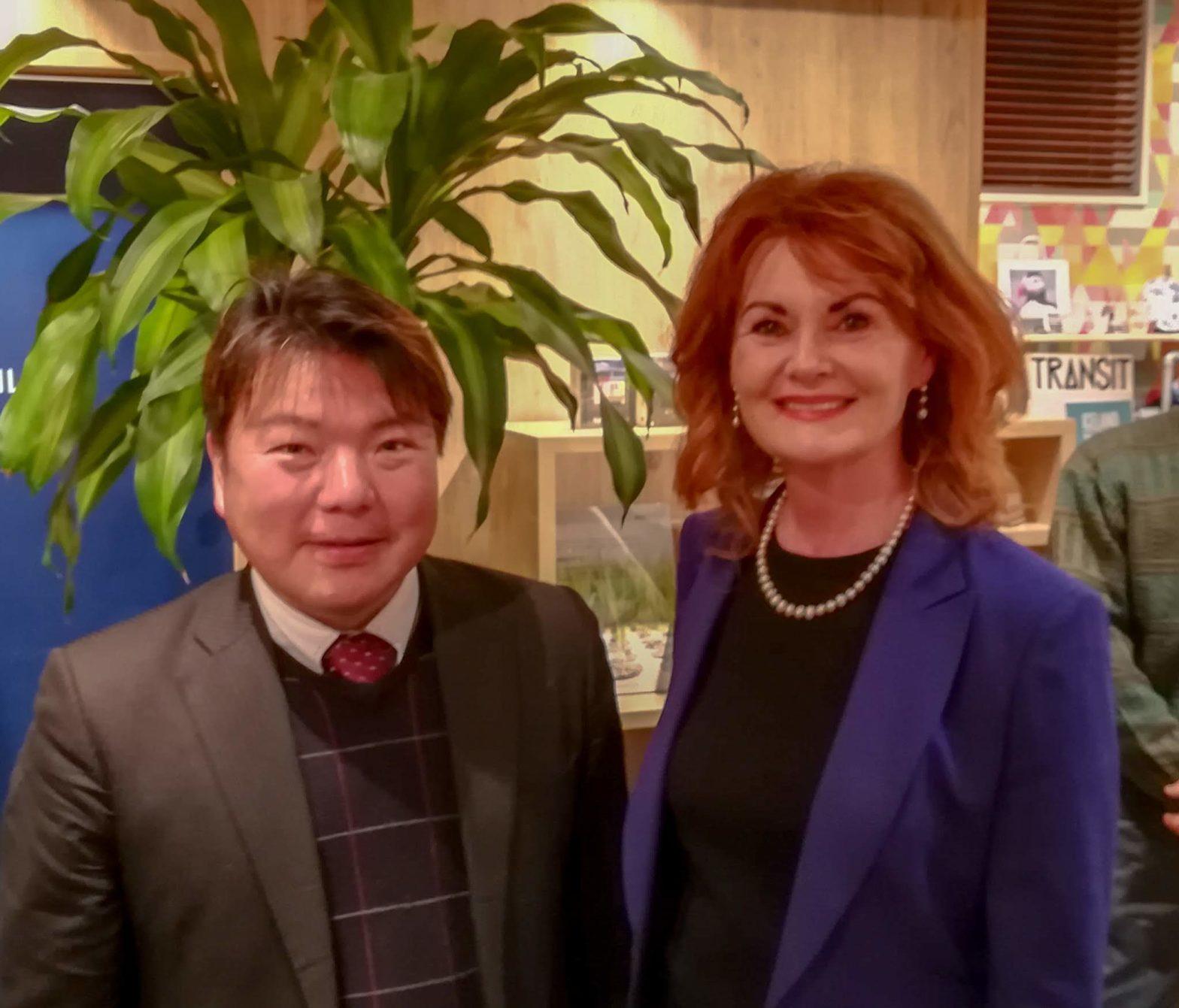 アイスランド共和国大使エリン・フリゲンリング閣下(Her Excellency Ms. Elin Flygenring)ともに 。榊原平(愛知県安城市)