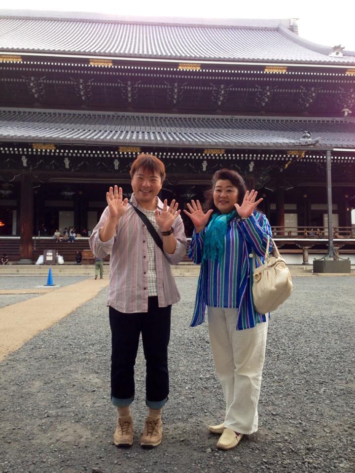 東本願寺でアニマル セラピー 清美さんと遭遇 21日