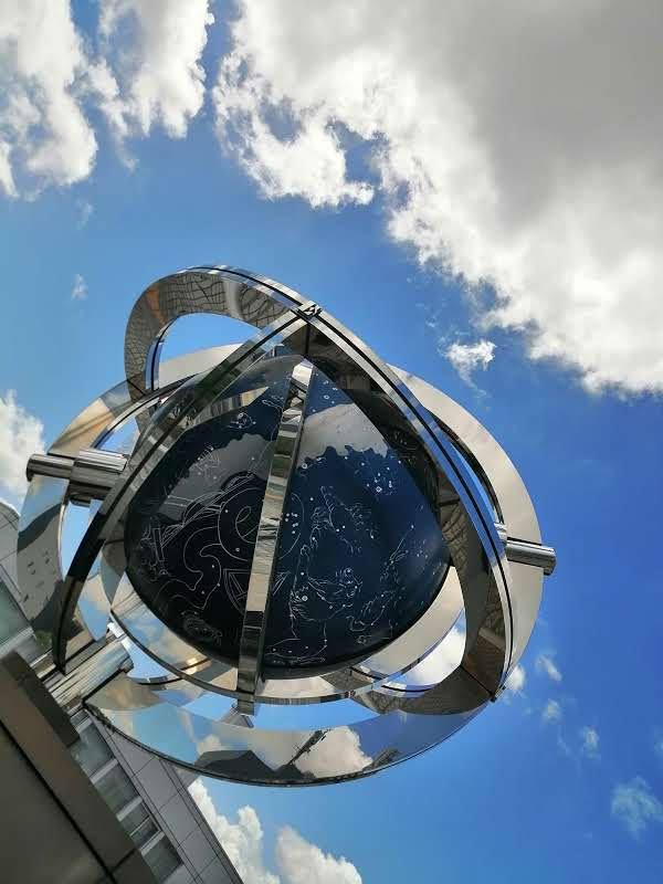 JR安城駅 の  ペデストリアンデッキ の 天球儀