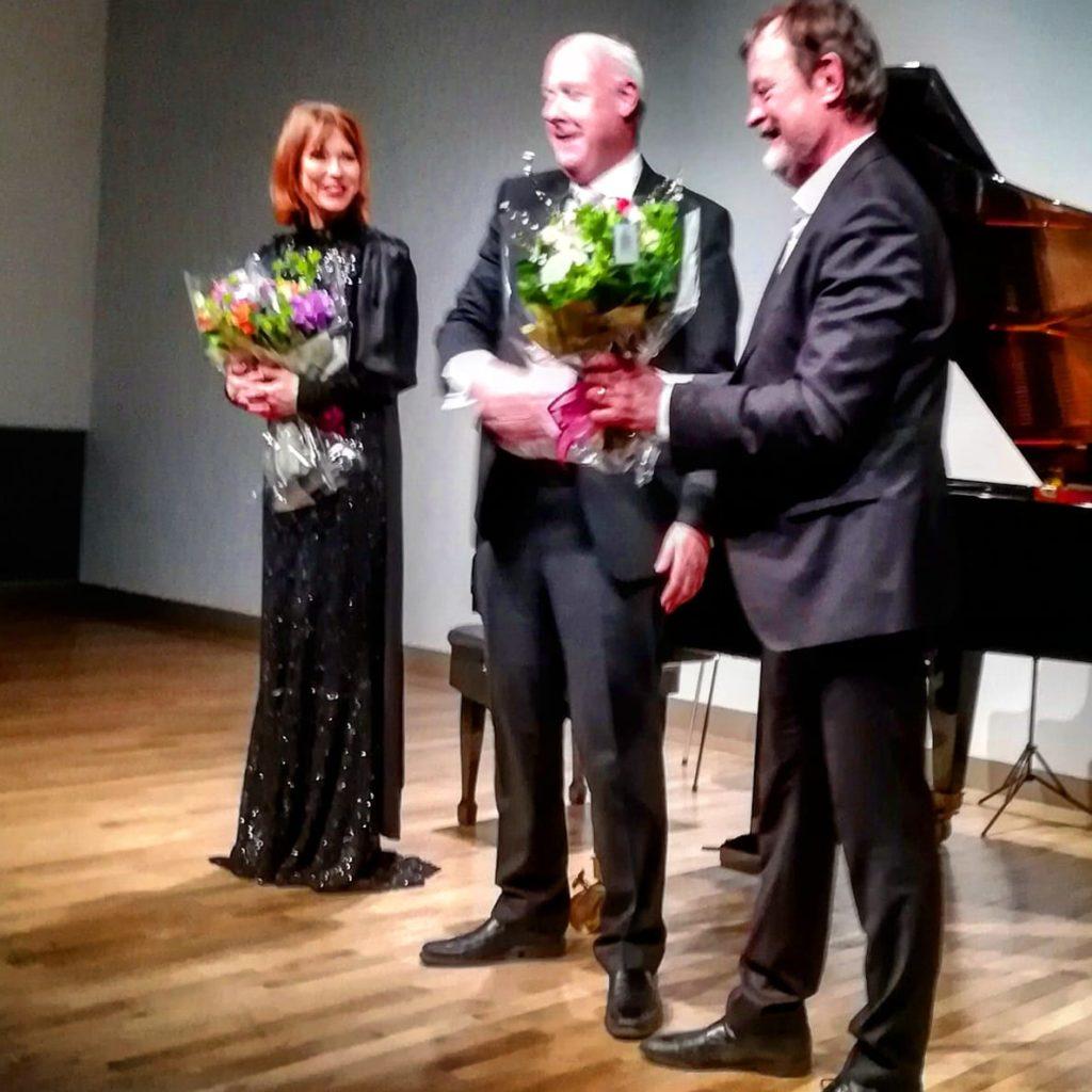 デンマーク人ピアニストKatrine Gislinge氏とデンマーク人の現代音楽の作曲家Bent Sørensen氏💕二人をお祝いするスヴェイネ大使。