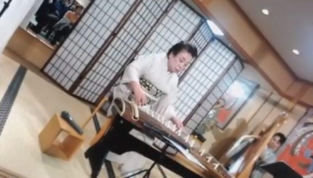 311東日本大震災の犠牲者への追悼:琴とバイオリンとハープによる演奏