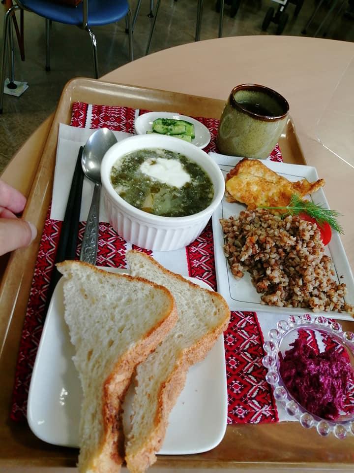 Ua-Mamaのウクライナ料理のボルシチをお昼に