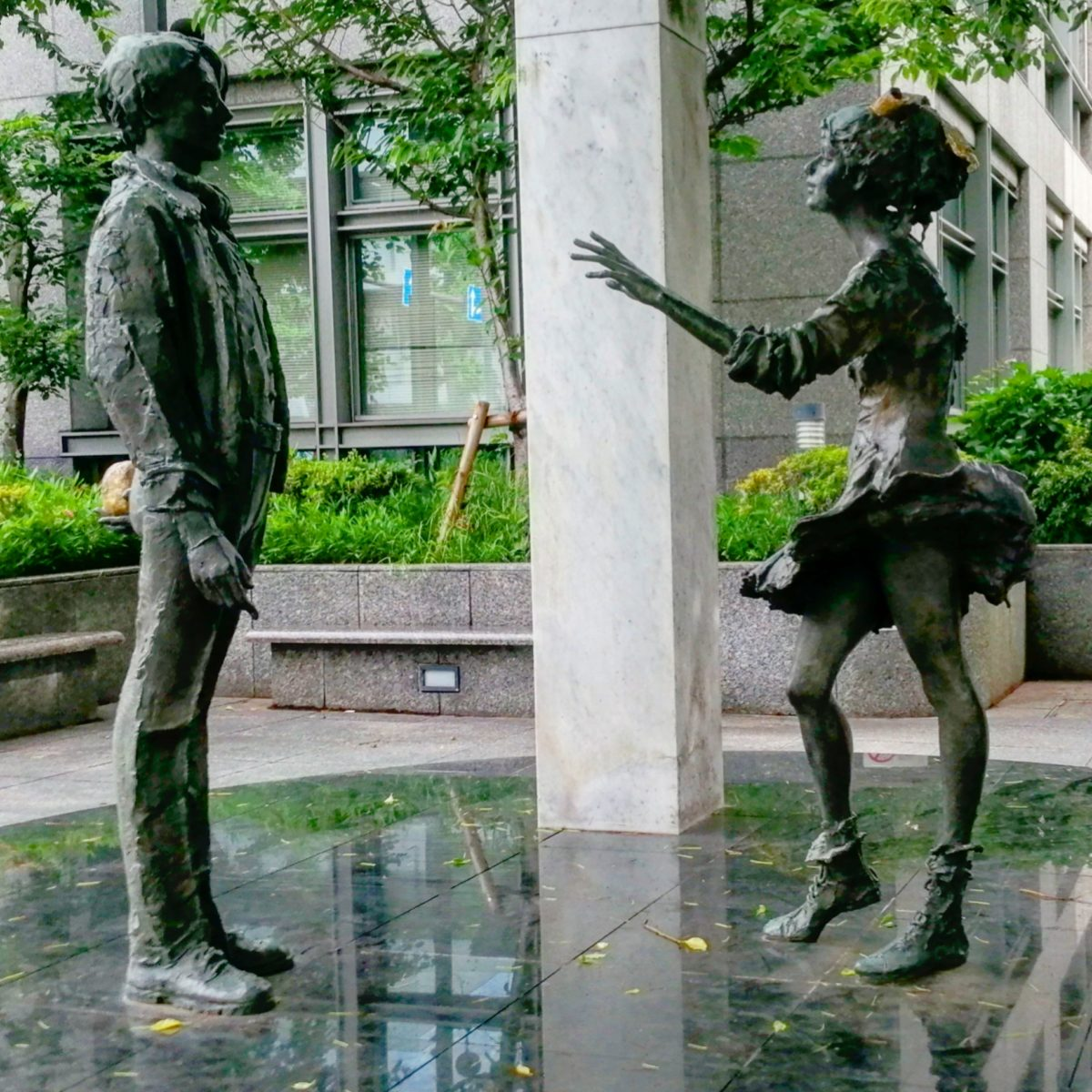 杉並区役所の銅像
